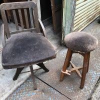 回転椅子(ドクターチェア)と丸椅子