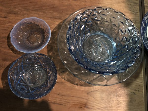 古いガラス皿・ガラス食器