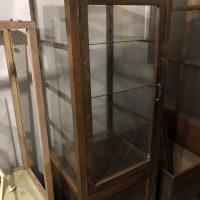 木製の縦型ガラスショーケース・パンケース